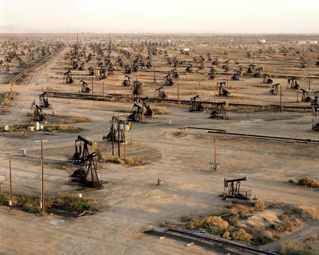 Oil Fields, photo Edward Burtynsky